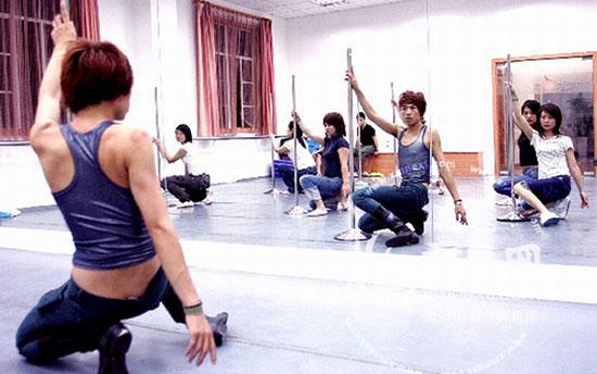 Shanghai pole dancing class