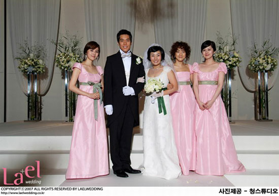 Park Kyung-rim and bridesmade