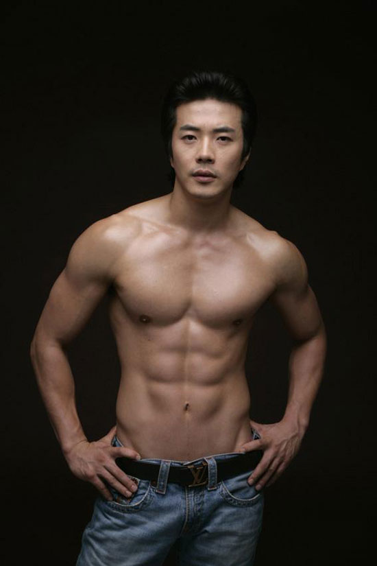 Korean actor Kwon Sang-woo chocolate abs