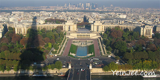 Bird eye view of Trocadero from Eiffel Tower