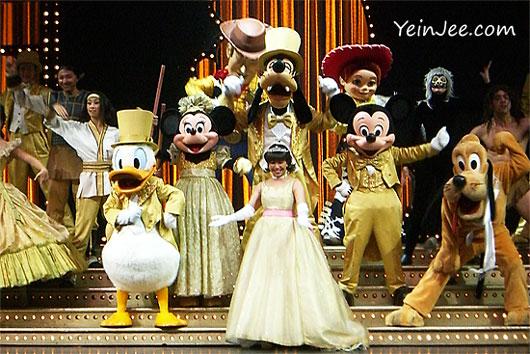Hong Kong Disneyland Golden Mickeys show