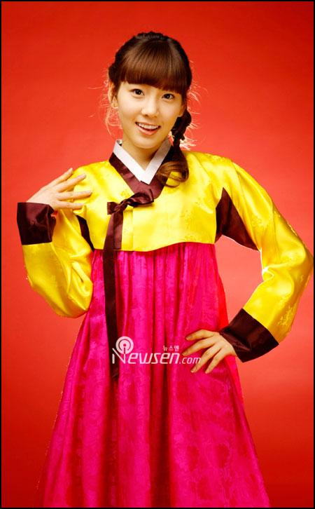 SNSD Taeyeon in Hanbok