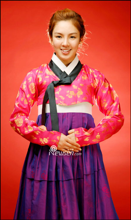 SNSD Hyoyeon in Hanbok