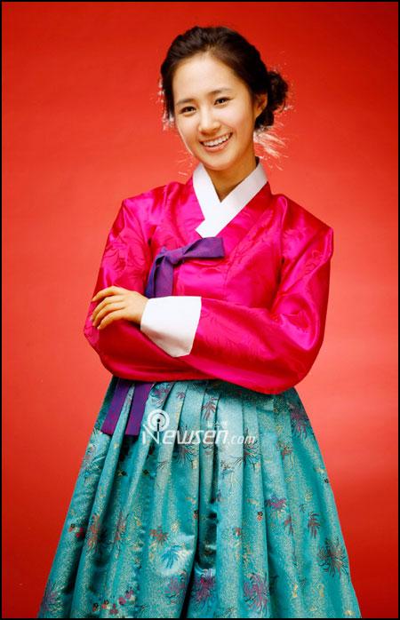 http://yeinjee.com/wp-content/uploads/2008/02/korea-snsd-87-seollal.jpg