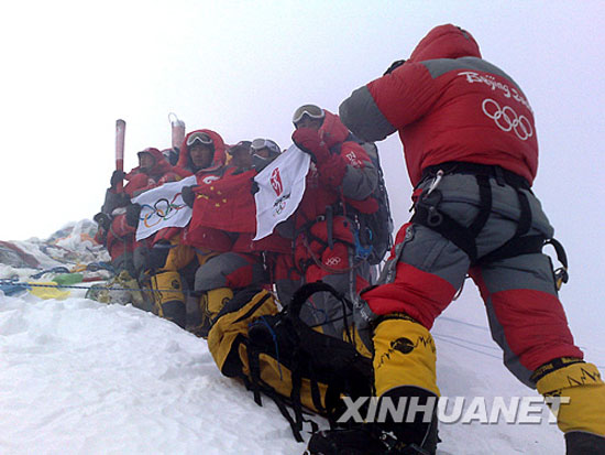 Beijing Olympic flame reaches top of Mount Everest