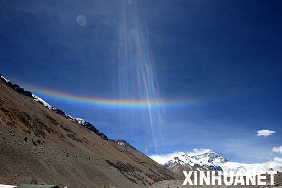 Unusual rainbow at the top of Mount Everest