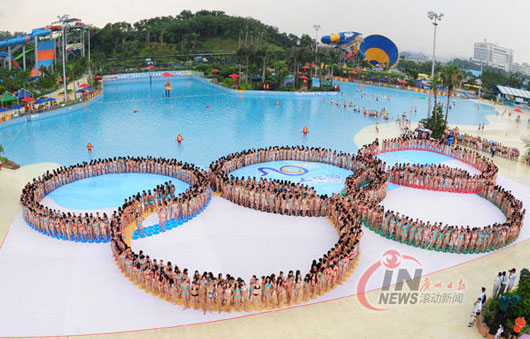 Chinese bikini girls break world record