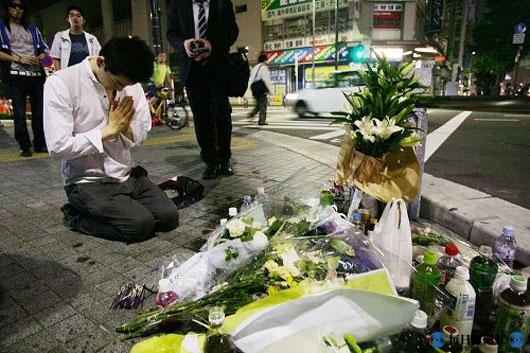 Japanese mourning for Akiba massacre victims