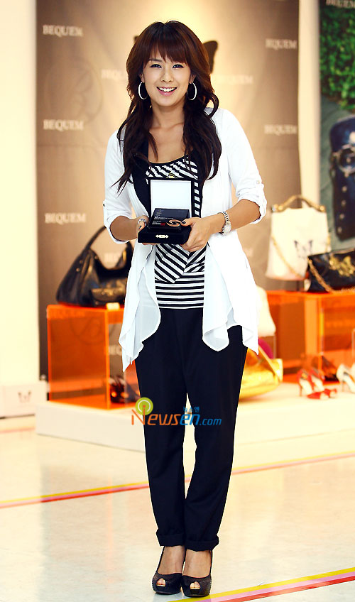 Korean pop star Chae Yeon opening fashion store