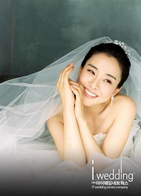 Park Eun-hye wedding gown