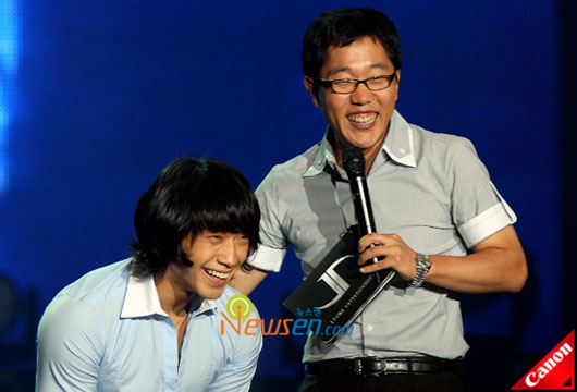 Korean pop star Rain and MC Kim Jae-dong at fans meet in Seoul