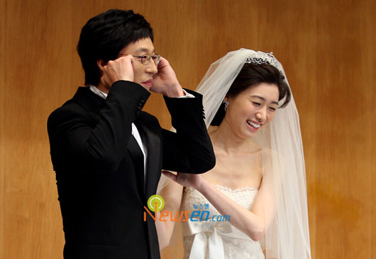 Korean celebs Yoo Jae-suk and Na Kyung-eun on wedding day