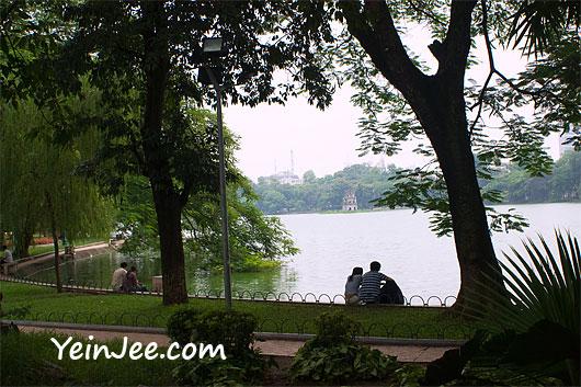 Vietnamese lovers at Hoan Kiem Lake in Hanoi, Vietnam