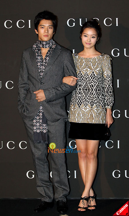 Korean artists Ha Suk-jin and Lee Eun-sung at Gucci 0809 FW Collection in Seoul