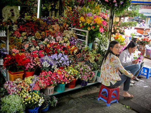 Picture of flower vendor at Ben Thanh Market in Ho Chi Minh City, Vietnam