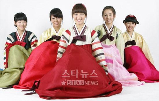 Picture of korean pop group wonder girls wishing happy chuseok