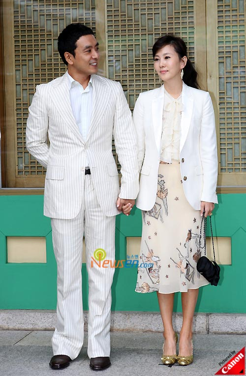 Picture of Korean stars Kim Seung-woo and Kim Nam-joo at Kwon Sang-woo wedding ceremony