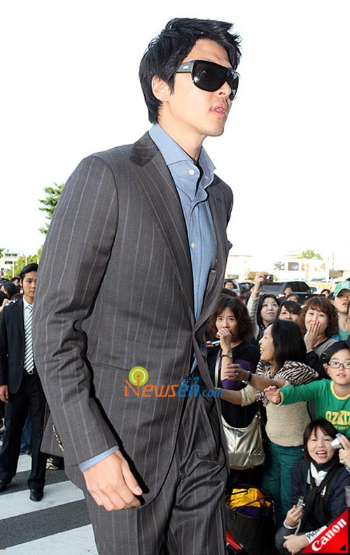 Picture of Korean actor Lee Dong-gun at Kwon Sang-woo wedding ceremony