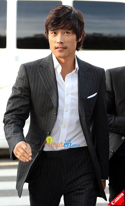 Picture of Korean actor Lee Byung-hun at Kwon Sang-woo wedding ceremony