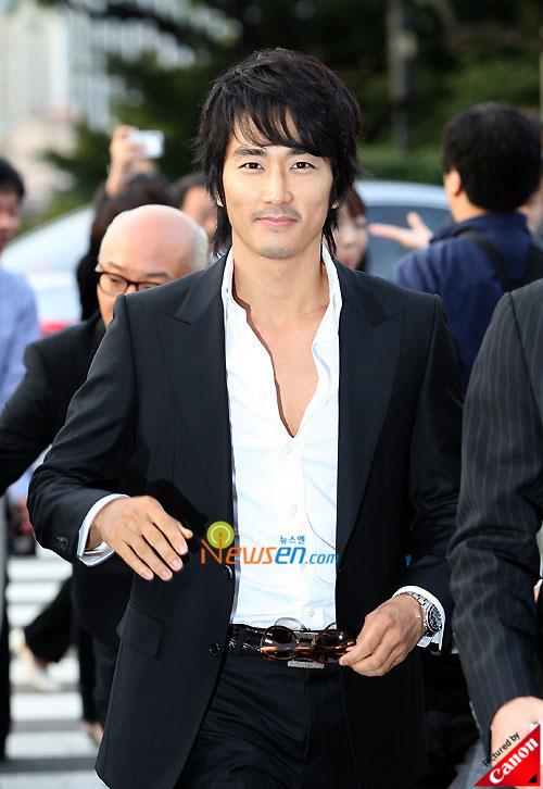 Picture of Korean actor Song Seung-hun at Kwon Sang-woo wedding ceremony