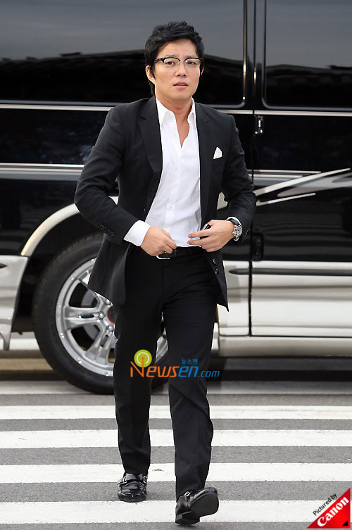 Picture of Korean actor Lee Beom-soo at Kwon Sang-woo wedding ceremony