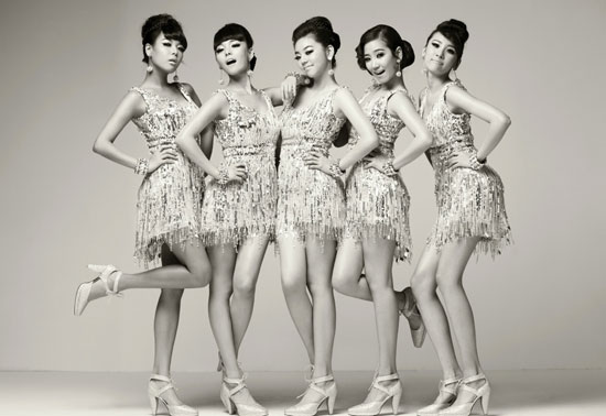 Picture of Korean pop group Wonder Girls in retro style for Nobody promotion