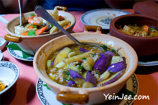 Vietnamese dishes at Cay Cau restaurant in Hanoi