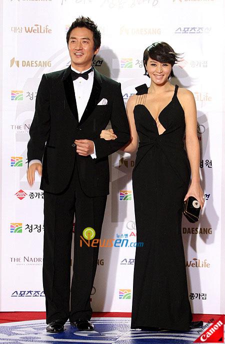 Jung Joon-ho and Kim Hye-soo Blue Dragon Film Awards 2008