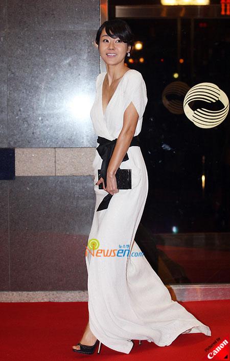 Korean actress Kim Yun-jin Blue Dragon Film Awards 2008