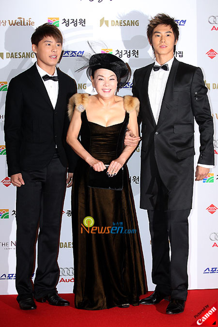 Korean artists Xiah, U-know and actress Kim Soo-mi at Blue Dragon Film Awards 2008 in Seoul