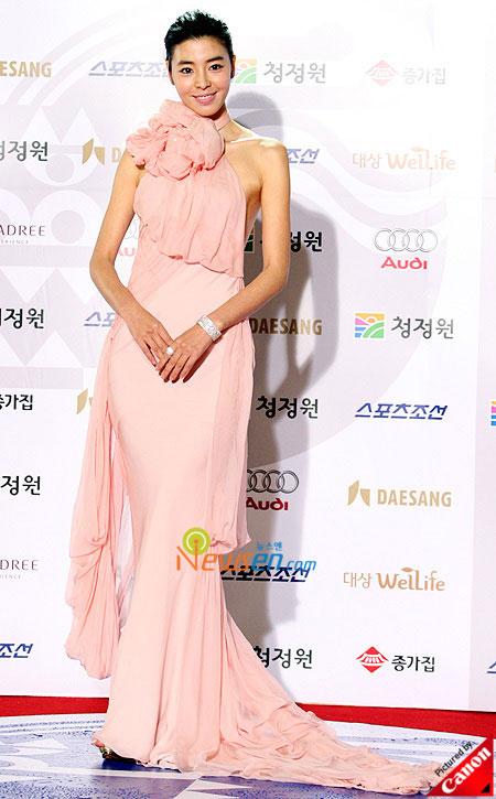 Korean actress Kim Min-sun at Blue Dragon Film Awards 2008 in Seoul