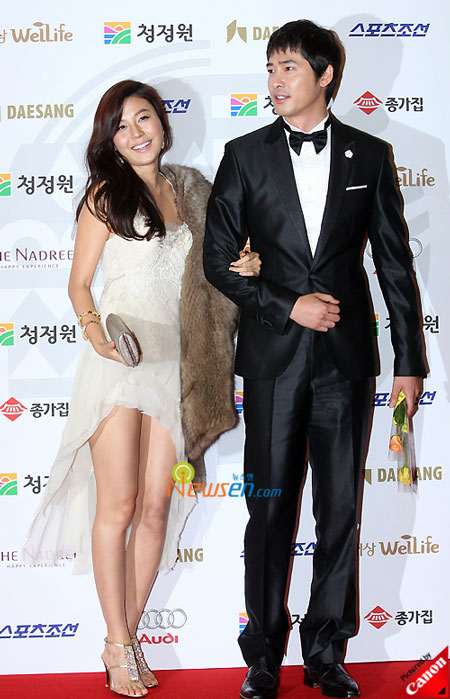 Korean actress Kim Ha-neul and actor Kang Ji-hwan at Blue Dragon Film Awards 2008 in Seoul