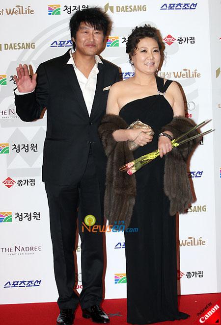 Korean actor Song Kang-ho and actress Kim Hae-suk at Blue Dragon Film Awards 2008 in Seoul