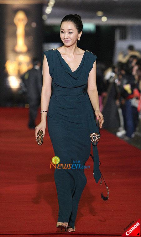 Korean actress Soo Ae Blue Dragon Film Awards 2008