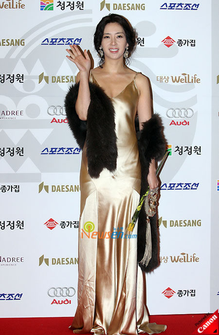 korean actress song yoona at blue dragon film awards 2008 in seoul