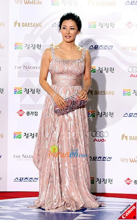 Korean actress Lee Mi-sook at Blue Dragon Film Awards 2008 in Seoul