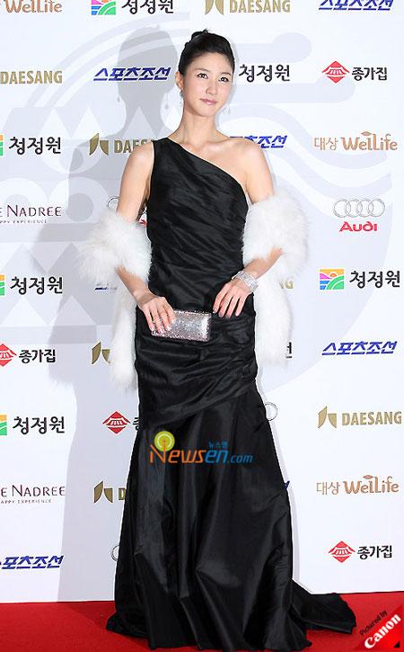 Korean actress Lee Soo-kyung at Blue Dragon Film Awards 2008 in Seoul