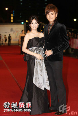 Picture of Taiwanese stars Ariel Lin and Joe Cheng at Golden Bell Awards 2008 in Taipei