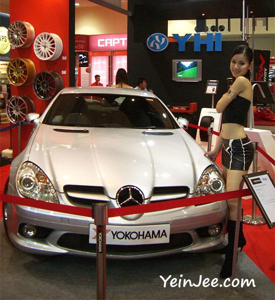 Yokohama showgirl and Mercedes Benz SLR McLaren at KLIMS 2006