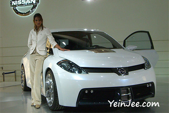 Nissan showgirl and Nissan Sport Concept at KLIMS 2006