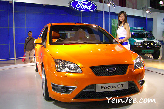 Ford showgirl and Ford Focus ST at KLIMS 2006