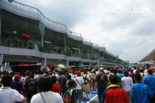 Large crowd at pit walkabout at Super GT Malaysia 2008