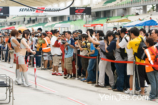 Photographers and Japanese race queens at Super GT Malaysia 2008