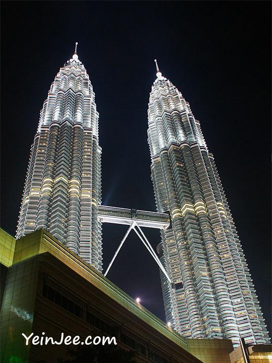 Night photo of Petronas Twin Towers, Kuala Lumpur, Malaysia