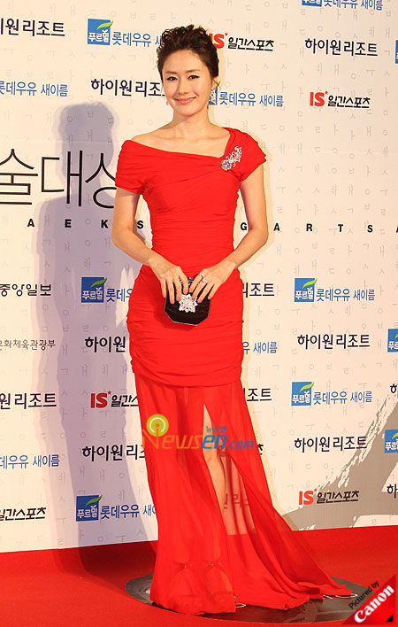 Kim Ji-soo at Baeksang Arts Awards 2009 in Seoul