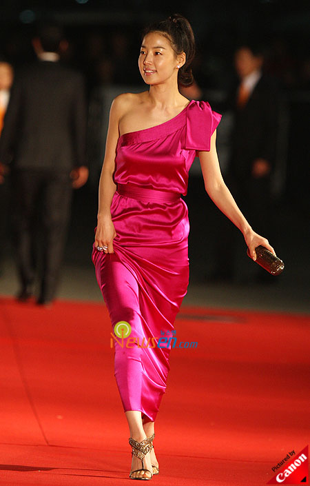Han Ji-hye at Baeksang Arts Awards 2009 in Seoul