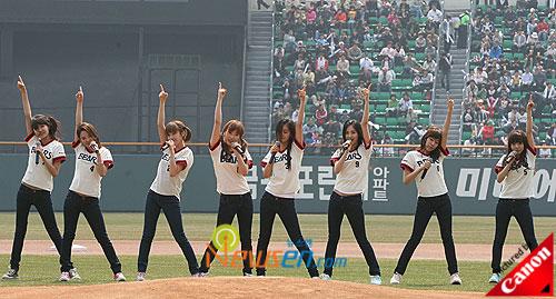 Girls Generation perform at baseball match