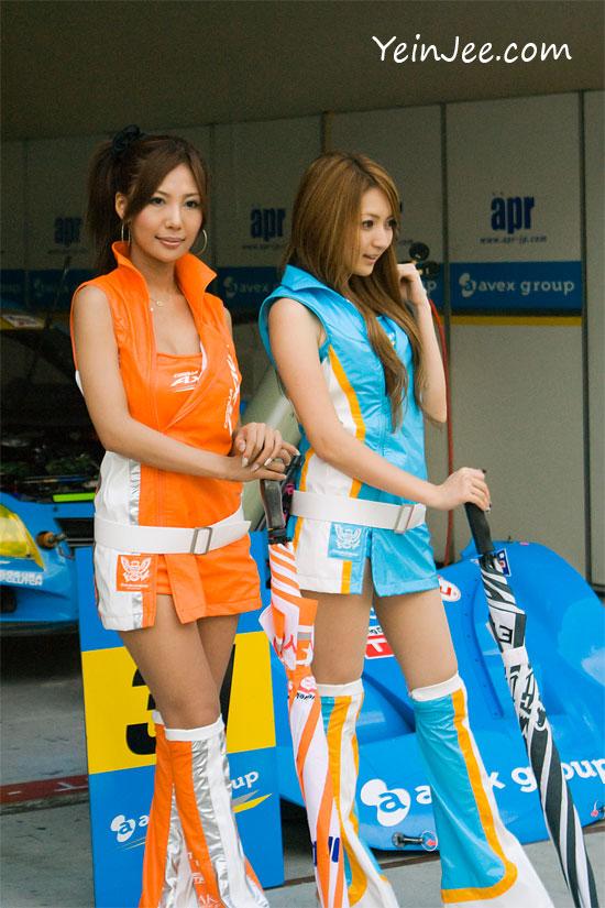 Japanese race queens Ema Tokunaga and Risa Kobayashi