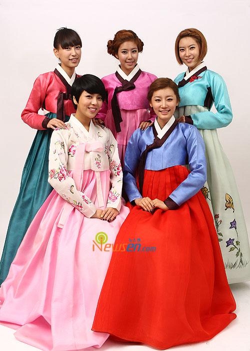 Korean pop group LPG in Hanbok for Chuseok