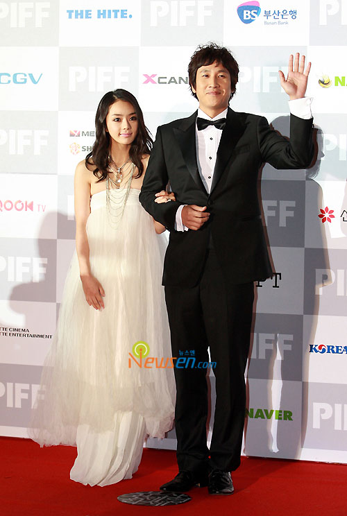 Seo Woo and actor Lee Sun-kyun at Pusan International Film Festival 2009